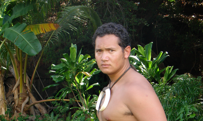 performer in traditional Hawai'i clothing
