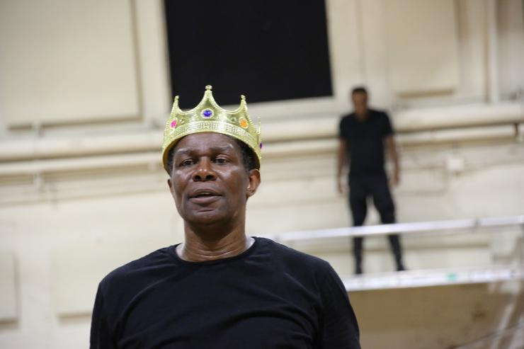 an actor wearing a crown
