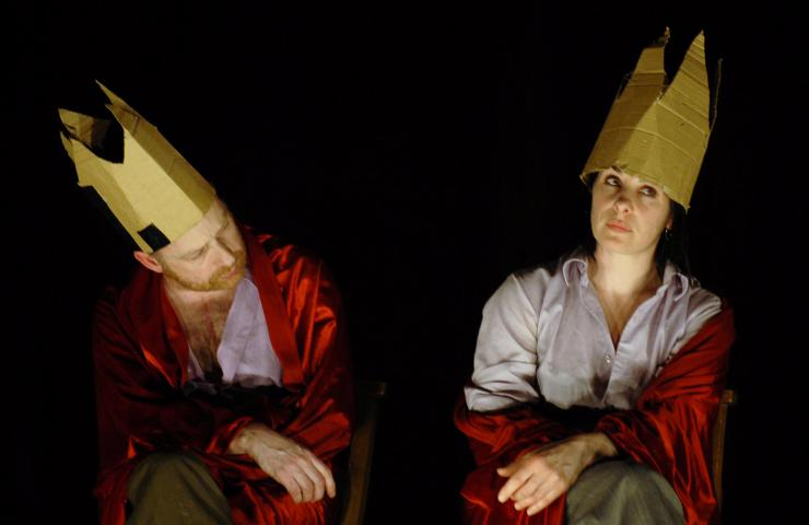 two actors in crowns