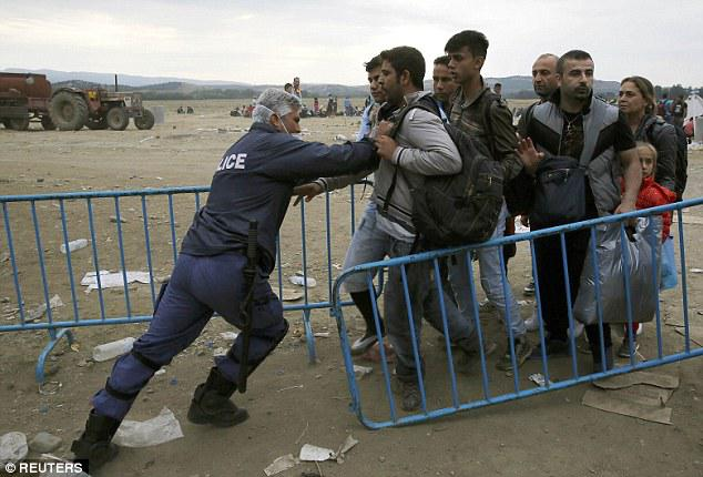 police pushing refugees