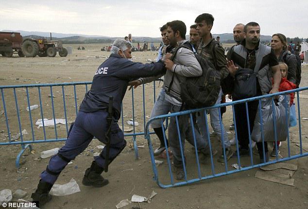 police pushing refugees