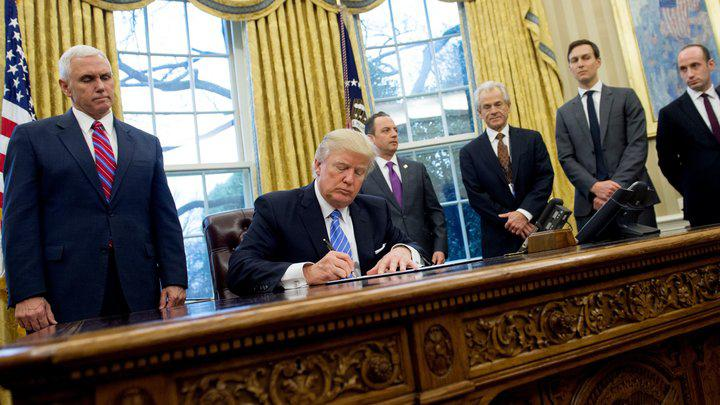 Donald Trump in Oval Office