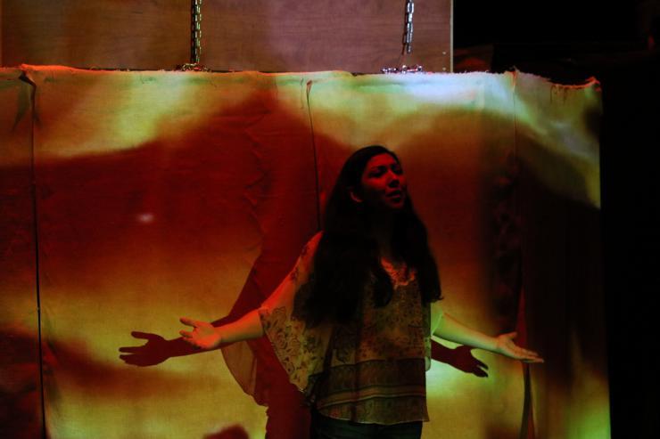actress speaking in Milta Ortiz's Mas