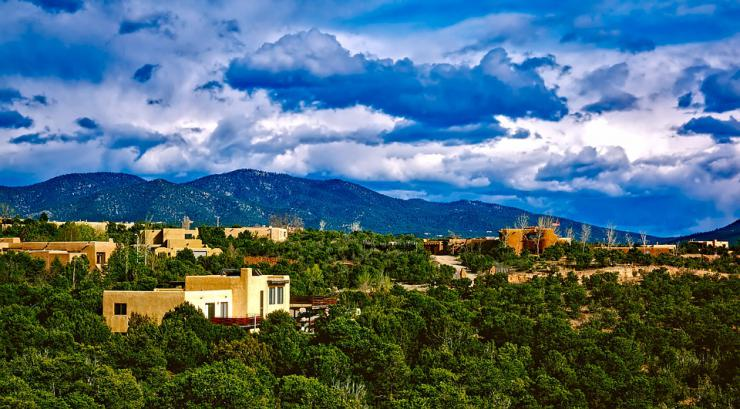skyline mountains and homes in Santa Fe, New Mexico